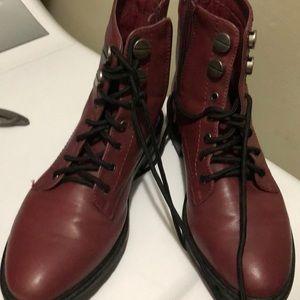Boots burgundy 7 1/2
